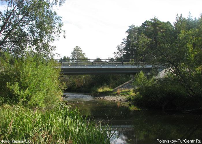 Автомобильный мост через Западную Чусовую в окрестностях южной части города Полевского. Фото Карпов С.О., 2012 г.